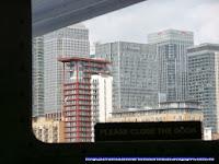 Edificios de Canary Wharf desde el Támesis