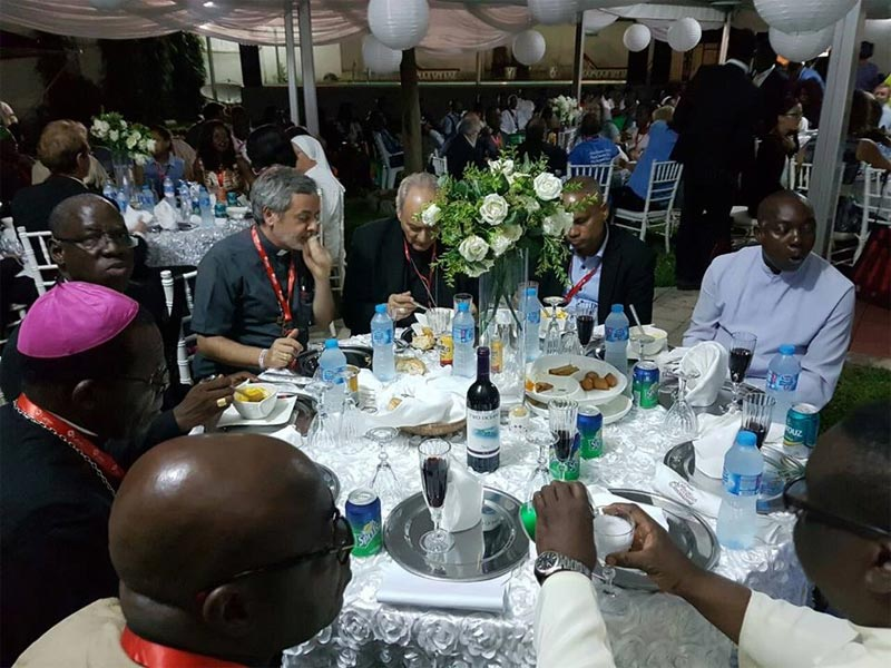 Photos: Orji Uzor-Kalu throws dinner party for Catholic delegates in his mansion