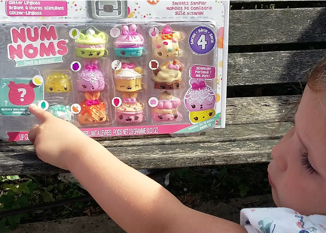 Num Noms Series 4 and Num Noms Lights Series 2.1 - Review Sweet Sampler