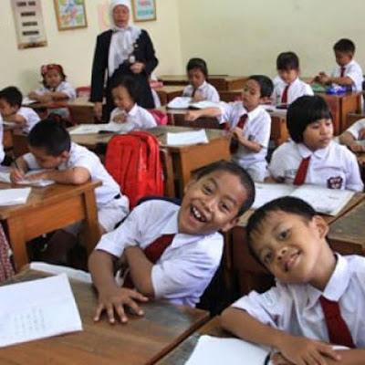 Sekolah Lima Hari Tetap Pakai Kurikulum 2013