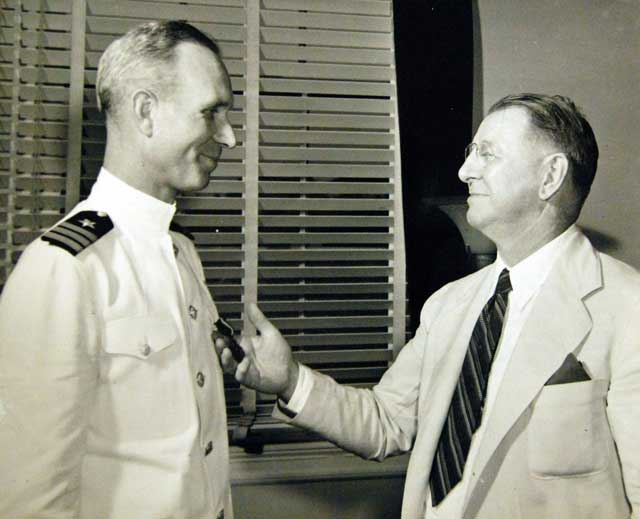 Commander Paul Talbot receives the Navy Cross for his leadership on the night of 24 January 1942 worldwartwo.filminspector.com