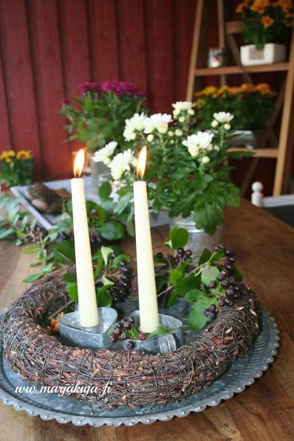 syksyinen krysamteemi terassi kynttila
