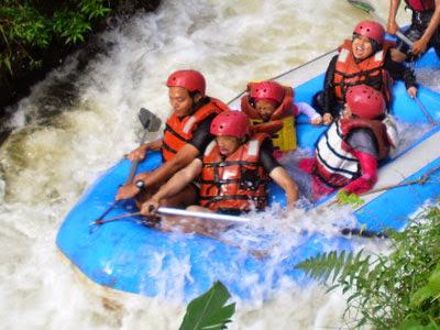 wisata rafting di sungai palayangan bandung