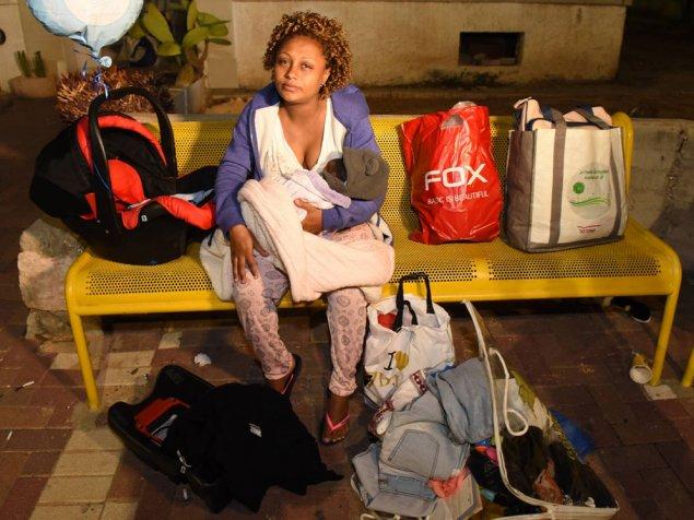 """""""חזרתי מבית החולים וראיתי את הדברים שלי בחוץ"""". אנגידה (צילום: ראובן קסטרו)"""