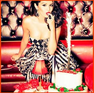 http://www.averysweetblog.com/2013/01/selena-gomez-glamour-magazine.html