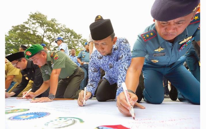 Gubsu, TNI, Polri dan Pelajar Sumut Deklarasi Tolak Narkoba, Pornografi dan Kekerasan