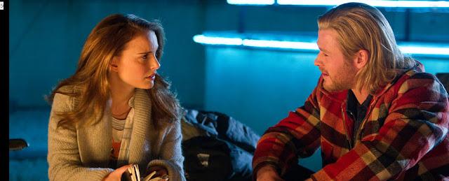 Natalie Portman, Jane Foster hablando con THOR