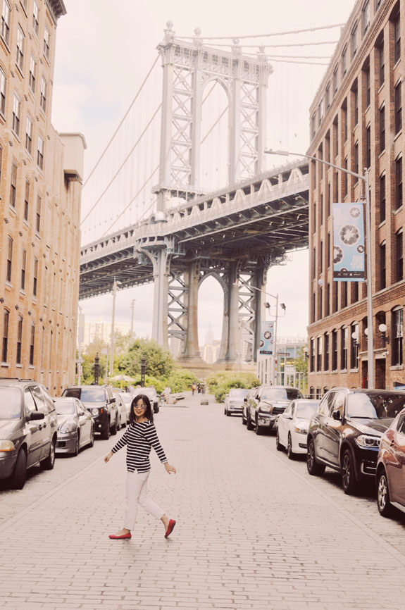 DUMBO: Want to know where the most Instagrammable places in NYC are? This handy guide will help you find all the best NYC photo spots so that you can snap all those picture-perfect travel photos! This is a must for any trip to help you find all the best New York City photography locations. #nyc #nyctravel #newyork #newyorkcity #newyorktravel