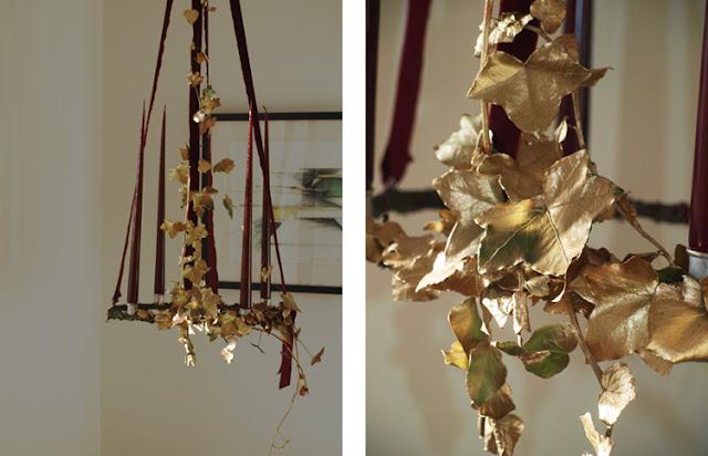 Guldblade og velourbånd på den eksklusive adventskrans
