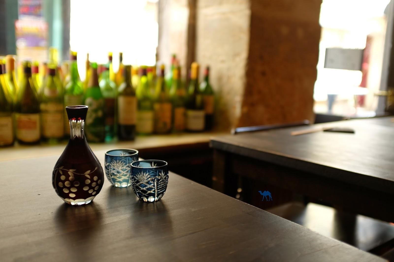 Lengué Fiole de Saké - Le Chameau Bleu Isakaya paris