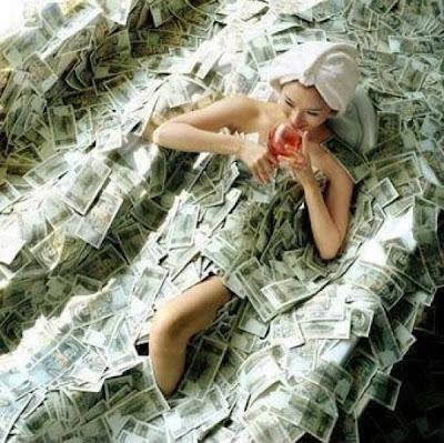 Resultado de imagem para banheira de dinheiro