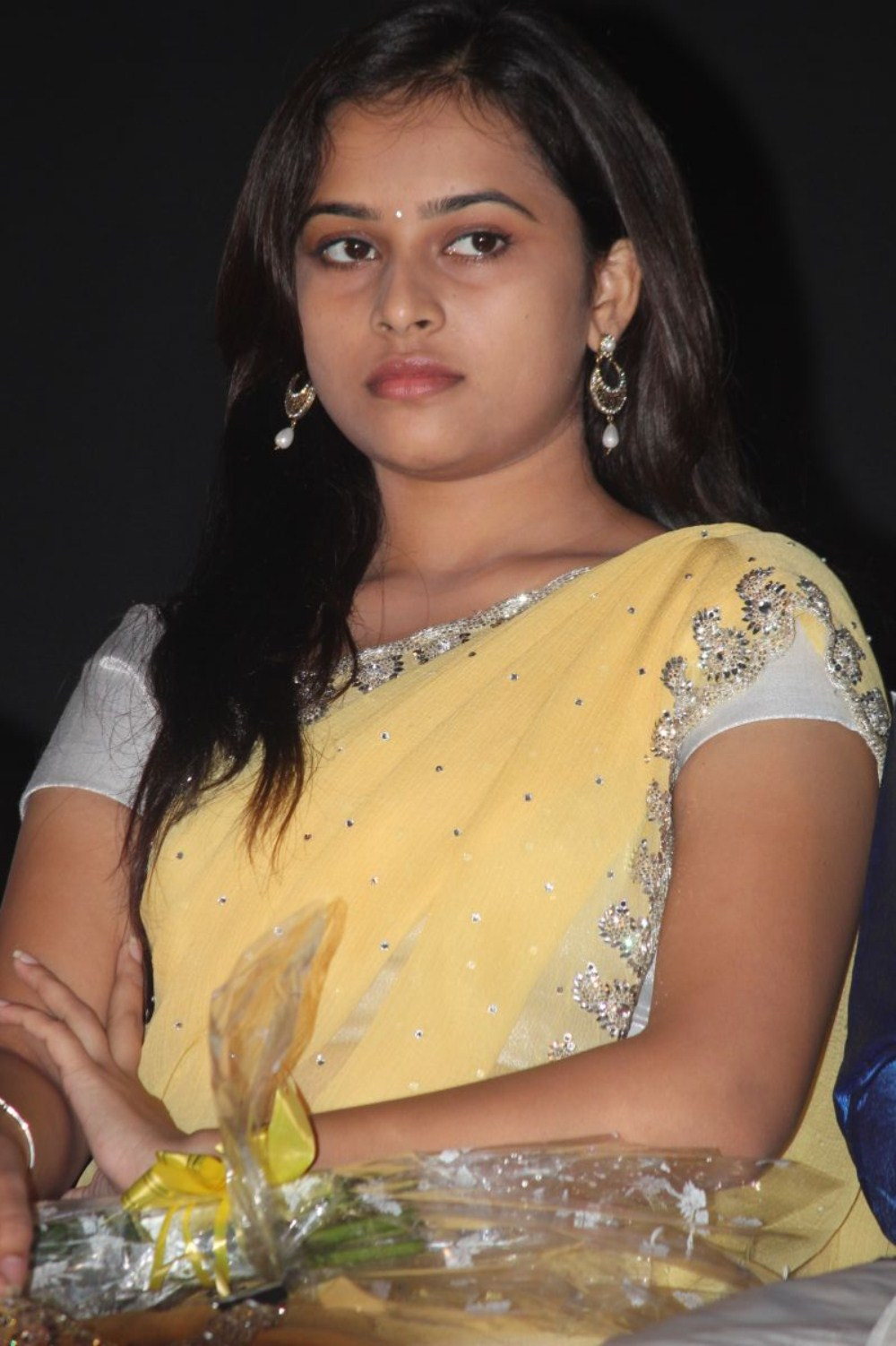 Actress Sri Divya Photos: COOGLED: VARUTHAPADATHA VALIBAR SANGAM MOVIE STILLS AND