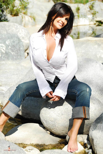 hot-sexy-Denise-Milani-Bear-Creek-picture-19