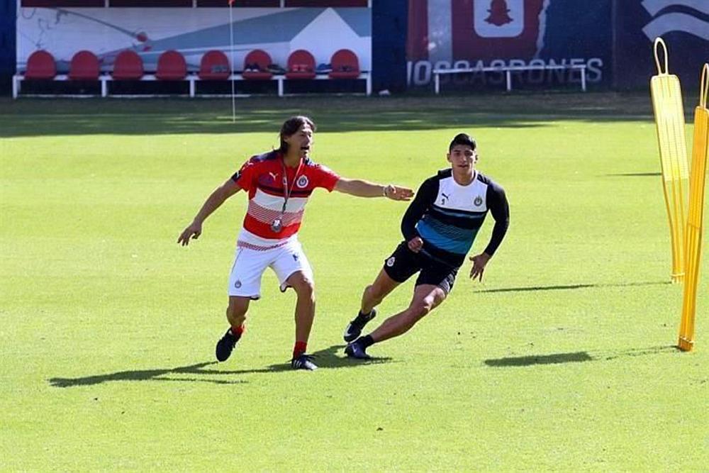 Alan Pulido se prepara para enfrentar con Chivas a los Xolos en la Jornada 3.