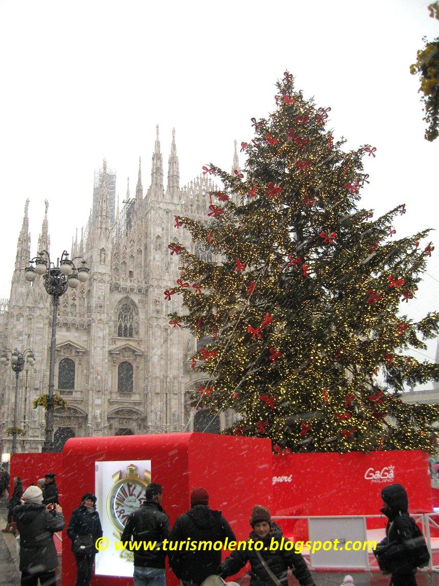 Albero Di Natale Milan.Turismo Lento Milano Mercatino Di Natale In Piazza Duomo