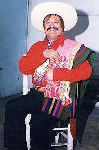 Foto del Indio Mayta con sombrero y traje cajamarquino