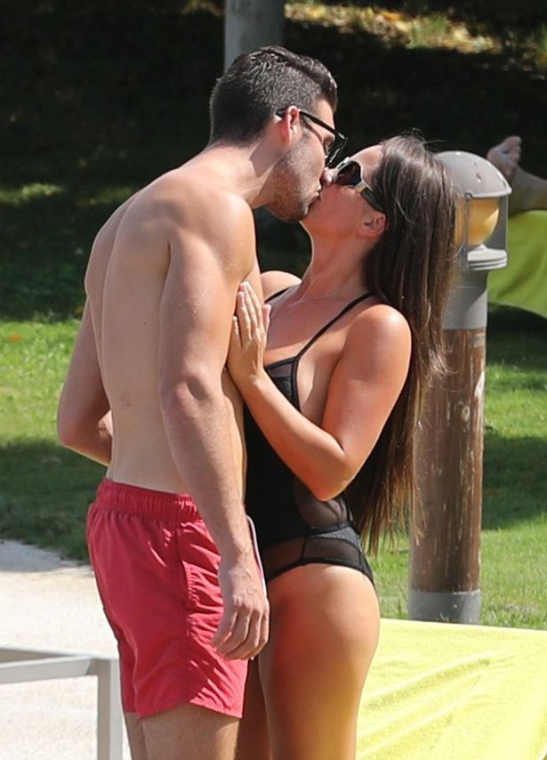 FAMEFLYNET-Exclusive-Karen-Danczuk-And-Her-New-Boyfriend-Pack-On-The-PDA-Poolside-In-Spain (10)