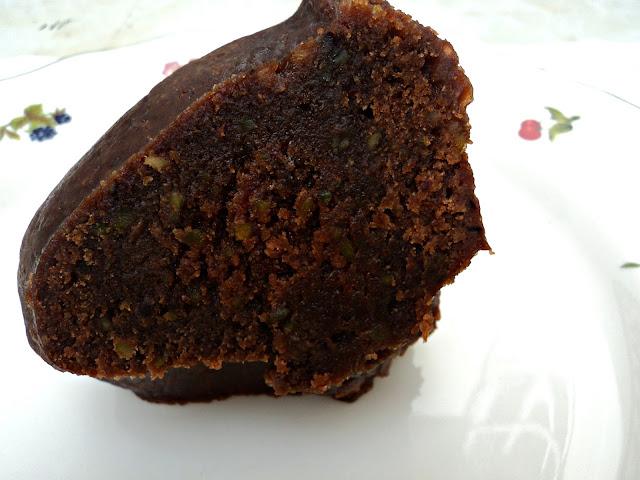 bundt-cake-chocolate-pistachos-foto-corte
