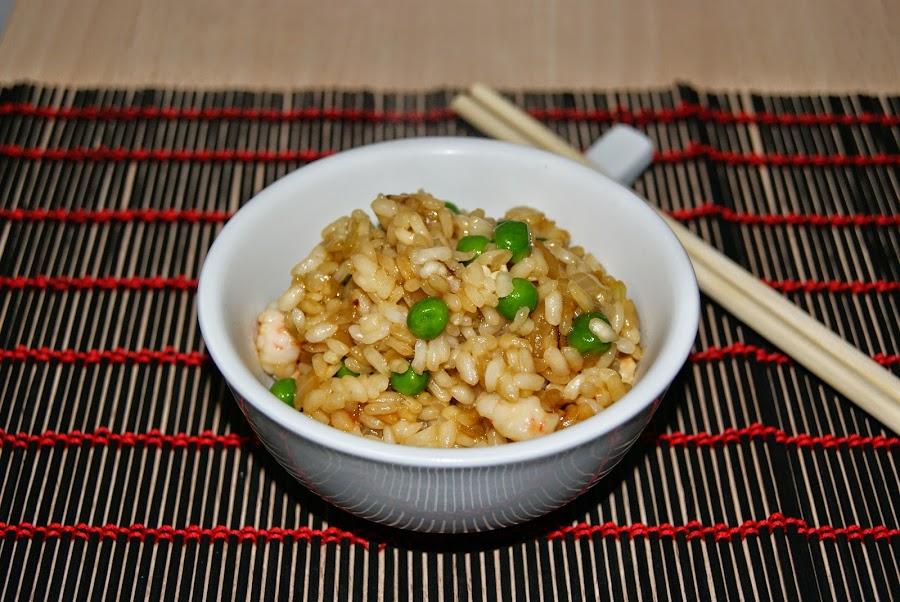 arroz oriental con pollo y gambas