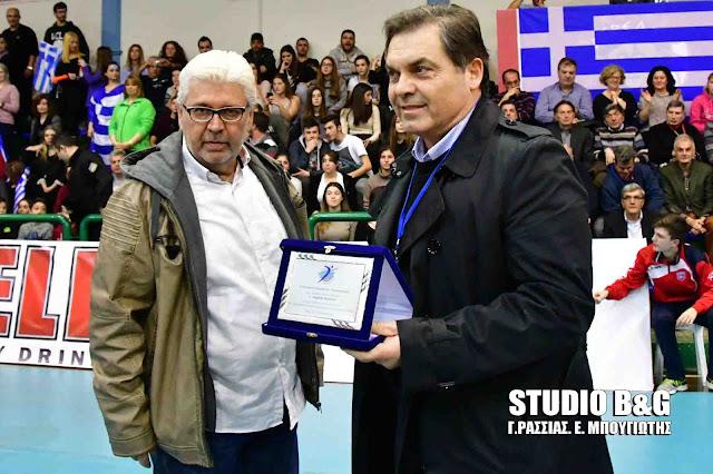 Τιμητική βράβευση του Δημήτρη Καμπόσου από την Ελληνική Ομοσπονδία Πετοσφαίρισης