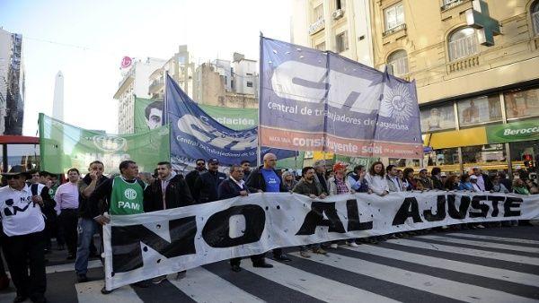 Trabajadores argentinos marcharán el martes en rechazo a políticas de ajuste de Macri