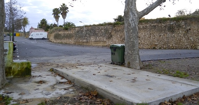 El Catllar: àrea d'autocaravanes, camí de la Font