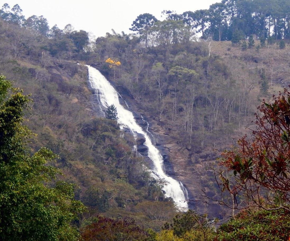 Finalmente chegamos na Cachoeira do Pretos, com seus exuberantes 154 metros de queda num convidativo parque tomado por ar puro. Se mesmo assim ficou a sensação de que ainda não conhecemos Joanópolis, só tem uma solução: voltar mais vezes.