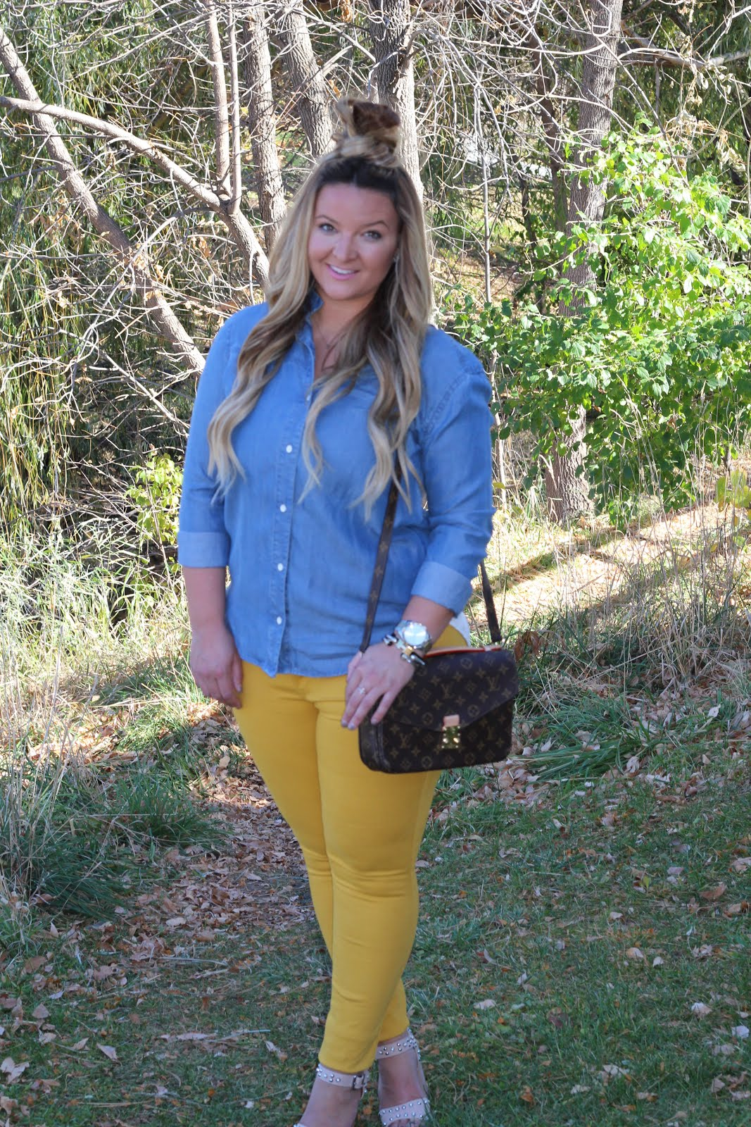Mustard pants FTW by Denver fashion blogger Delayna Denaye
