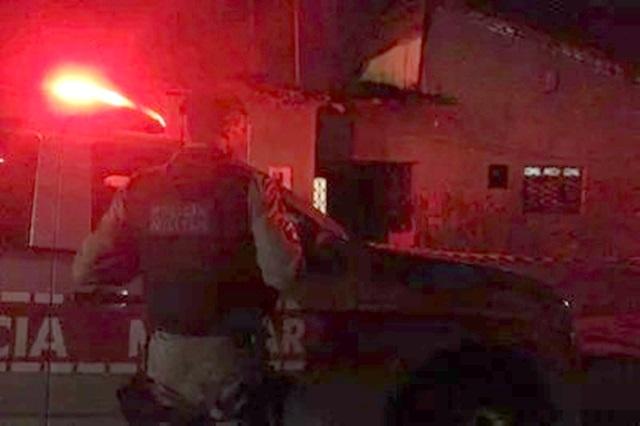 Homem sai de casa após receber ligação e é morto a tiros