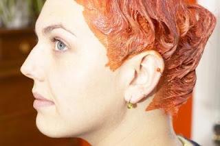 كيفية إزالة بقع صبغة الشعر من على الجلد