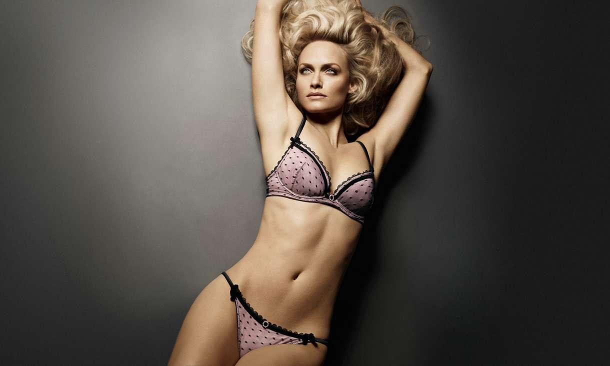 Amber Valletta Sexy 57