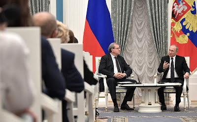 Russian President at a meeting with Civic Chamber members.