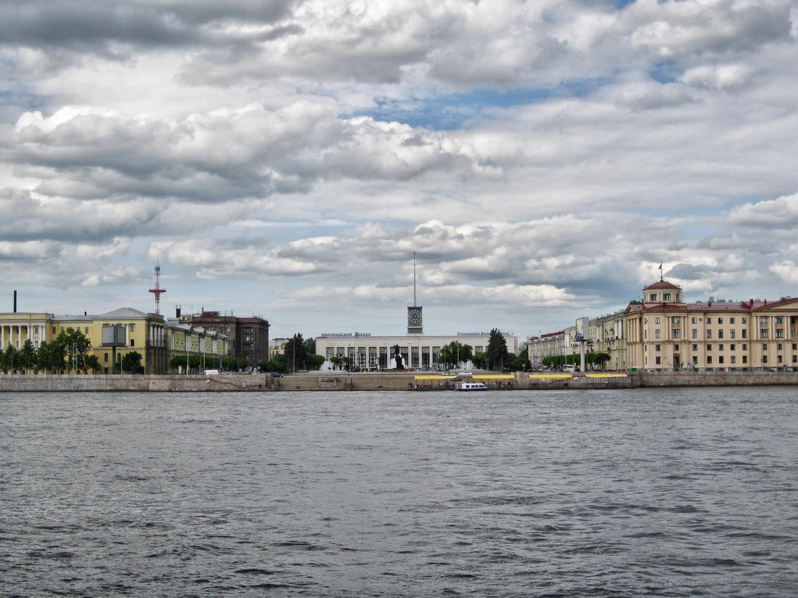 У Финляндского вокзала