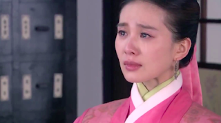 ep 20 scene from Imperial Doctress starring Liu Shi Shi and Wallace Huo