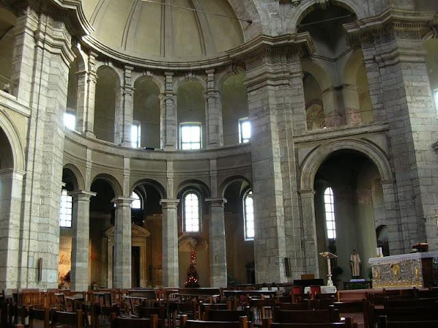 Interior da Basílica de São Lourenço em Milão
