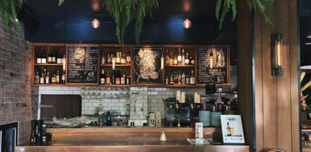 Asyiknya Santai di Cafe Unik Bandung