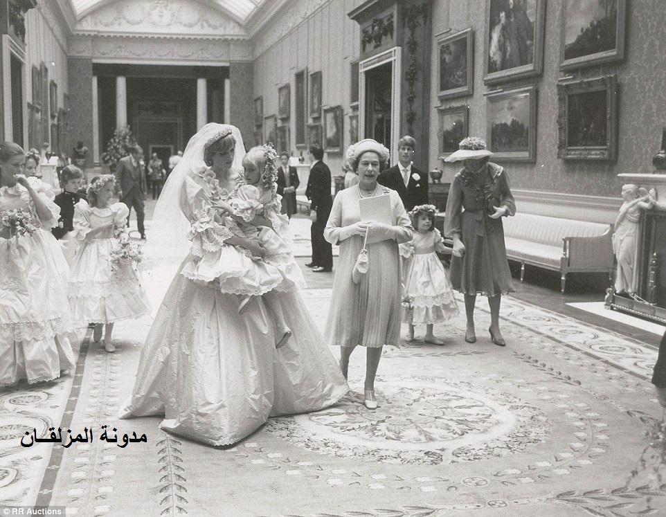 d0194ca13306b ... حفل زواج الأمير تشارلز من الليدي ديانا عام 1981م ... عرضها للبيع في  مزاد علني يتم له الإعداد له الآن ويتوقع الدلالون والسماسرة أن يحصد مبالغ  كبيرة .