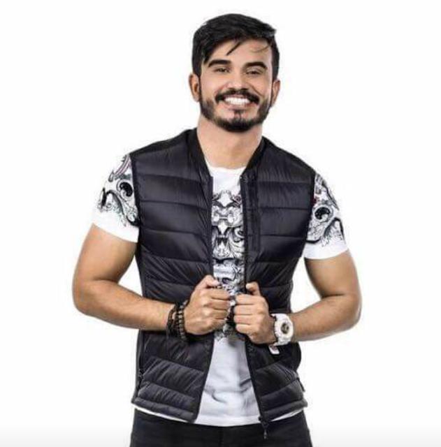 e342cc809 O cantor Tonny Farra usou a rede social para comunicar oficialmente seu  desligamento da BANDA FARRA DE RICO DO BRASIL, confira.