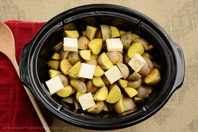 Roasted Garlic and Cream Cheese Slow Cooker Mashed Potatoes Recipe