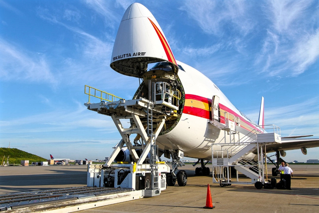 Boeing 747-400F of Kalitta Air Loads The Payload