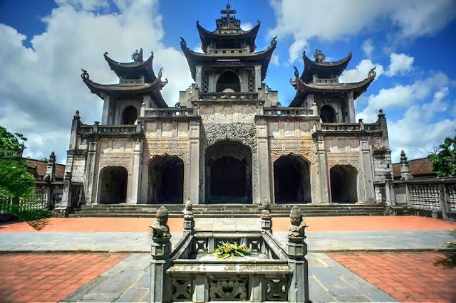 Bewildered Phat Diem Cathedral's architecture 8