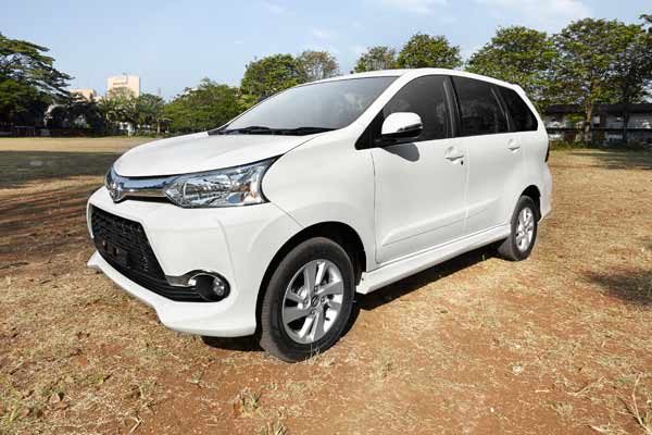 grand new veloz 1.5 vs mobilio rs toyota yaris trd kit utama avanza honda pilih mana
