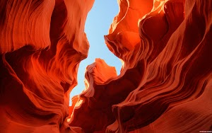 Hint of Sky, Lower Antelope Canyon (Arizona, U.S.)