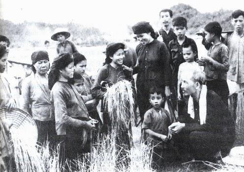 Quần chúng nhân dân và vai trò sáng tạo lịch sử của quần chúng nhân dân và cá nhân