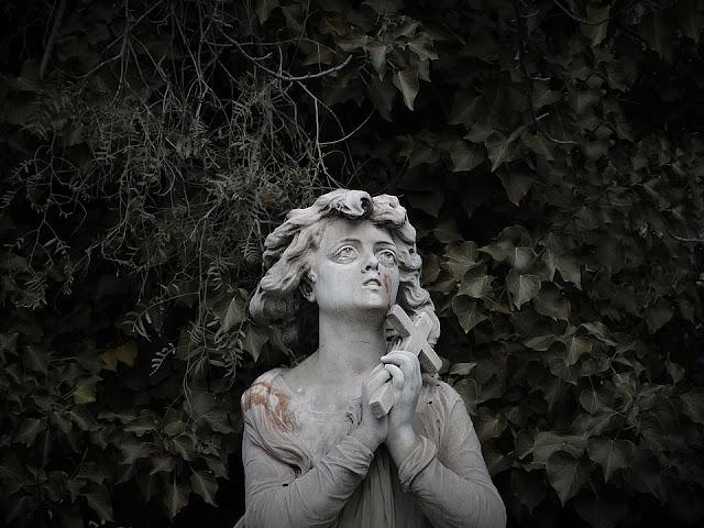 Estatuas e iconos que lloran