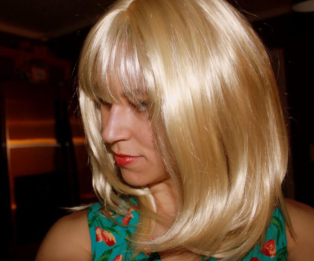f rben sie ihr haar blond das ideal technik haarfarben. Black Bedroom Furniture Sets. Home Design Ideas