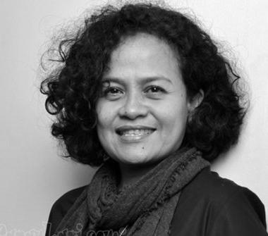 Tugas Bahasa Inggris Kelas XI - Menterjemahkan Cerita Biografi Martin Priyanto, Anggota, Mira Lesmana & Desi Anwar