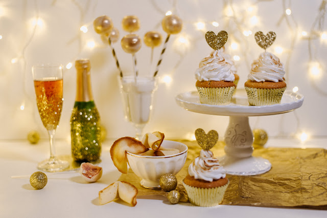 http://zuckermoment.de/have-a-golden-new-year-ein-goldener-sweet-table-fuer-die-silvester-party/