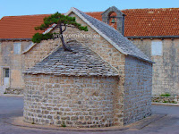 Crkvica sv. Petar i Pavao, Nerežišća, otok Brač slike