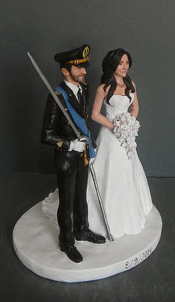 top cake personalizzato sposo in uniforme torta sposi orme magiche